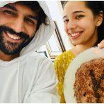 बहन के जन्मदिन पर कार्तिक आर्यन की बेकिंग # फेल, 'केक बन गया, बड़ा बिस्कुट मिला'