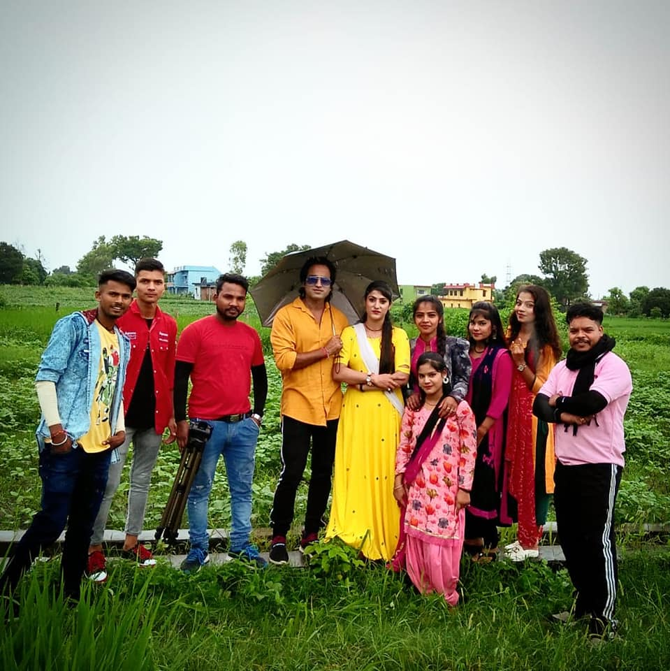 shooting-of-meri-sajila-in-the-middle-of-rain-showers-in-kotdwar
