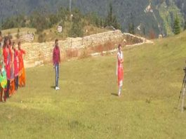 shooting-of-the-traditional-song-jhumka-done-at-the-famous-kund-saud-in-jakholi-villagers-take-shooting-away