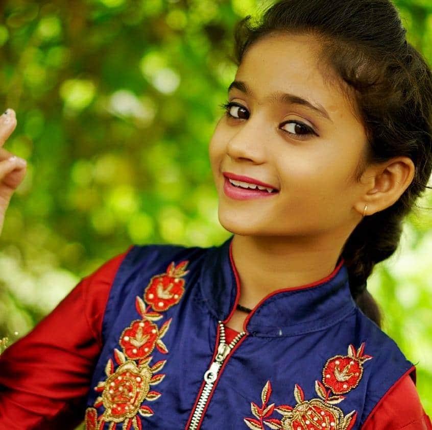 shagun-uniyal-sang-khudade-song-doli-sajigi-only-a-daughter-knows-the-sorrow-of-farewell