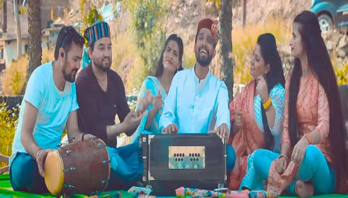pyaru-muluk-fame-young-singer-ankit-chankhwan-released-pahadi-holi-aegi-re-scattered-colors-of-holi