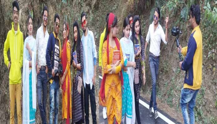 nagendra-prasad-busy-now-a-days-in-harshil-for-garhwali-song-tholu-milan-aejai-picture-come-from-shooting-spot