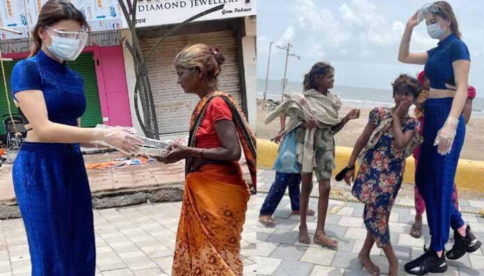urvashi-rautela-of-uttarakhand-is-helping-people-with-her-foundation-in-mumbai