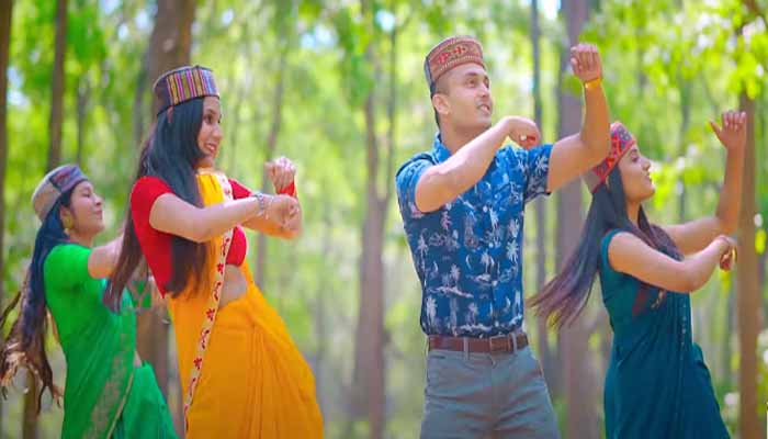 19503-2coca-cola-garhwali-version-is-going-viral-listeners-are-very-fond-of-the-beat