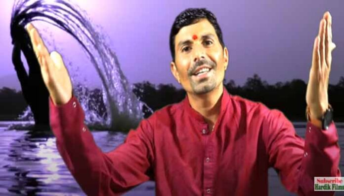 20035-2pradeep-butola-jagar-ram-ganga-snan-devto-made-a-splash-devotees-cheering-a-lot