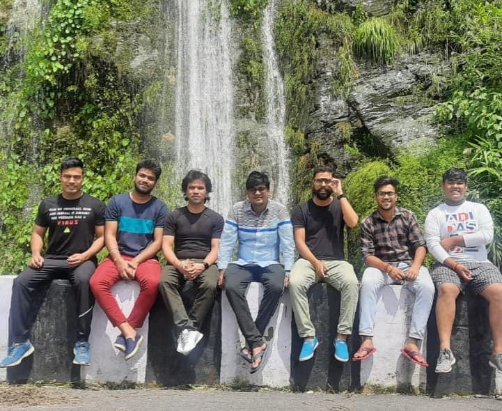 Saurav_Maithani_with_team