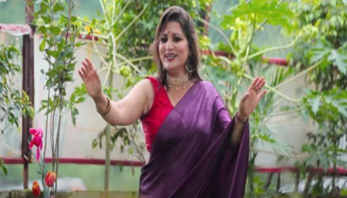 20540-2this-garhwali-song-of-reshma-shah-created-a-lot-of-stunners-on-the-beats-of-the-dhol